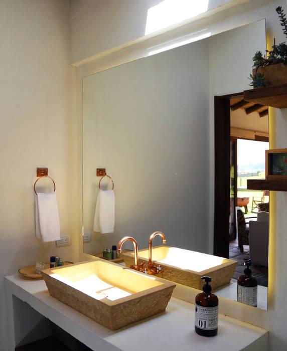 Gamma Rustic style bathroom