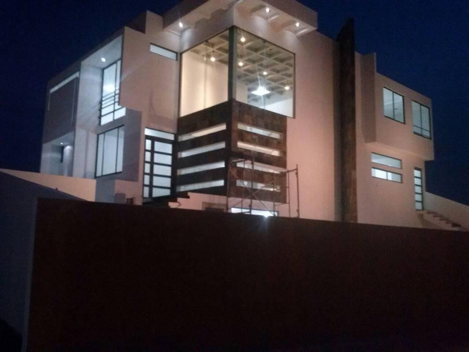 FACHADA LATERAL: Casas de estilo  por Ingenio Arquitectura y Diseño,