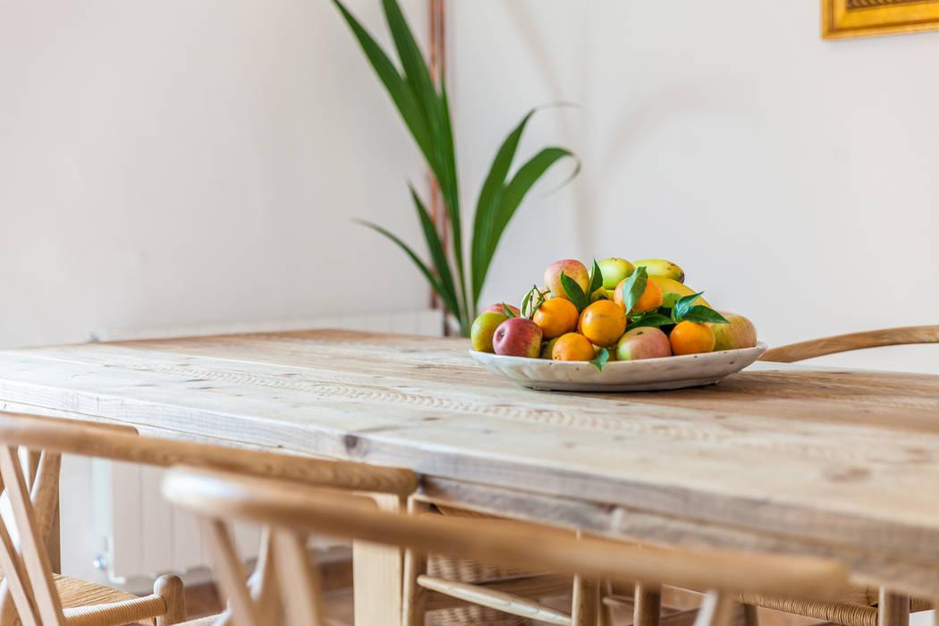 Mediterranean style dining room by Fiol arquitectes Mediterranean