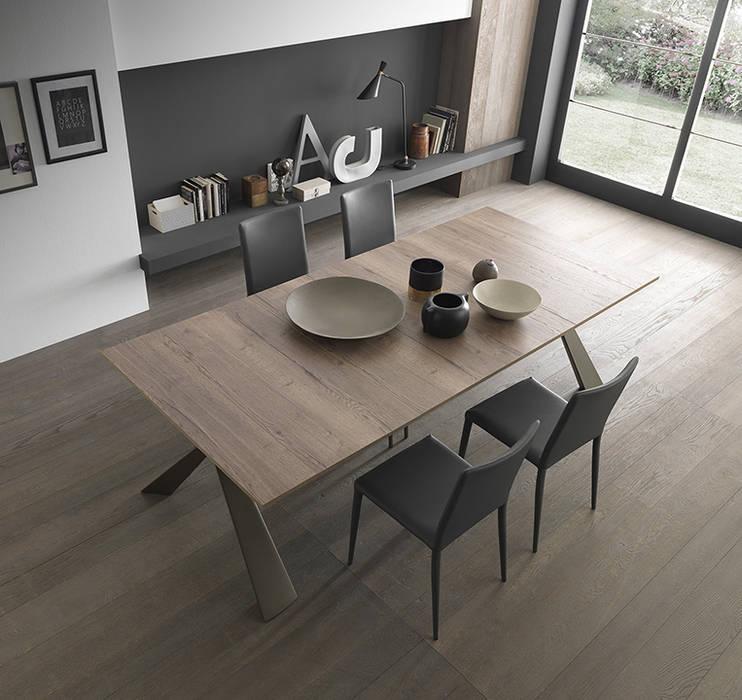 tavolo da pranzo che si chiude come consolle: Sala da pranzo in stile  di Mobili a Colori , Moderno Legno composito Trasparente