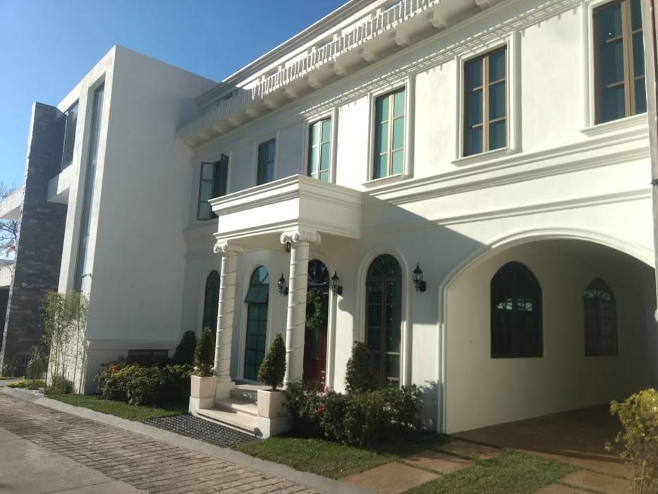 Residencia Dórica: Condominios de estilo  por AR216, Clásico Ladrillos