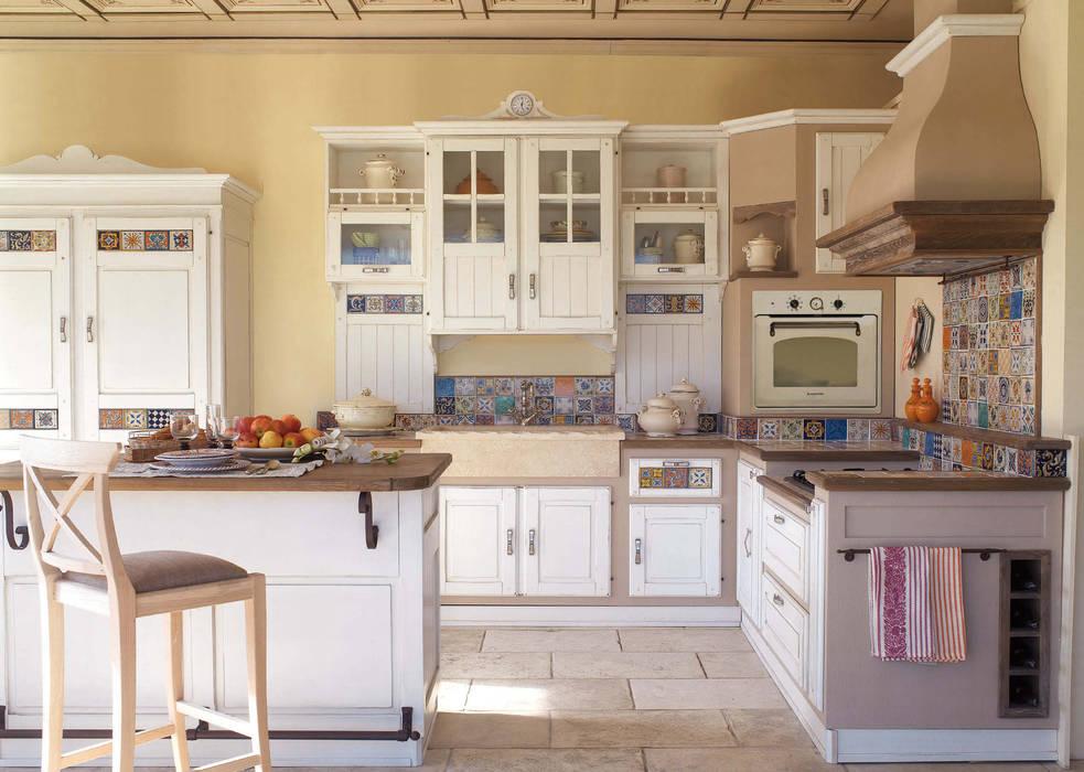 Cocinas equipadas de estilo  por Mobili a Colori , Rural Madera maciza Multicolor