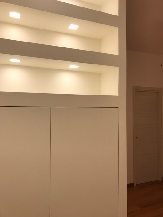 Colonial style corridor, hallway& stairs by Cozzi Arch. Mauro Colonial