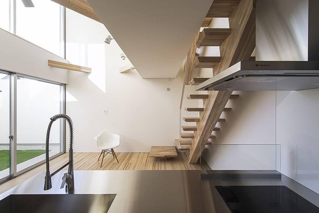 藤井寺の家: 岩井文彦建築研究所が手掛けたシステムキッチンです。,モダン