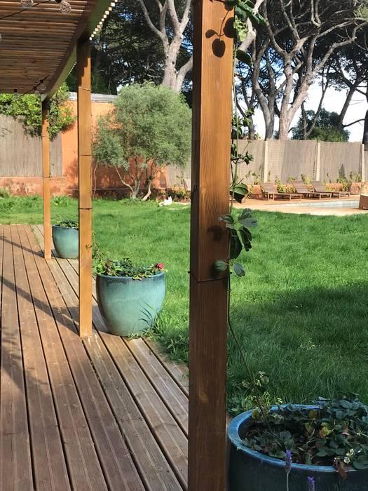 Pérgula: Jardins  por Maria Mayer   Interior & Landscape Design,