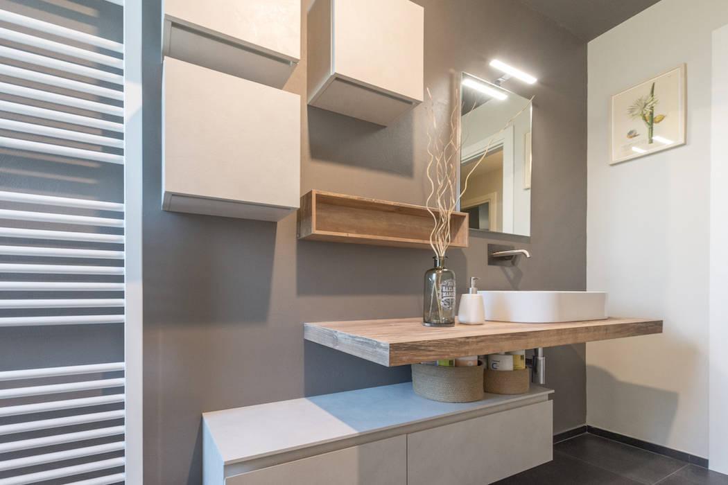 SERVIZIO FOTOGRAFICO Bagno moderno di Mirna Casadei Home Staging Moderno
