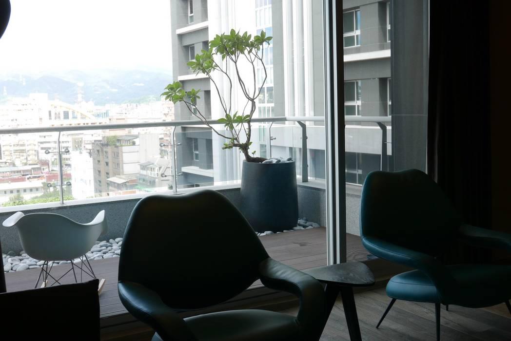 Balcón de estilo  por 瑞嗎空間設計, Moderno