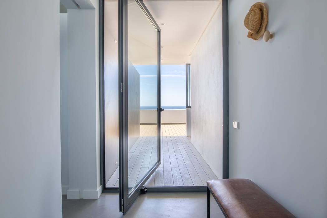 Villa de lujo en Marbella Puertas de estilo minimalista de JCCalvente Minimalista