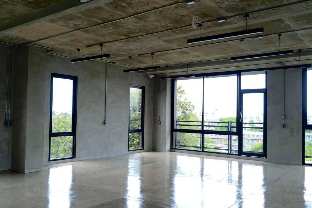 Balcón de estilo  por Glam interior- architect co.,ltd, Moderno Tableros de virutas orientadas