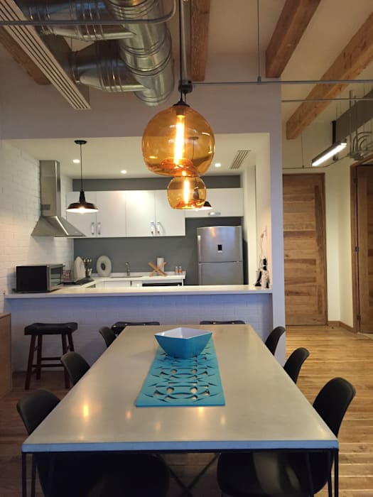 Industrial style dining room by De León Profesionales Industrial
