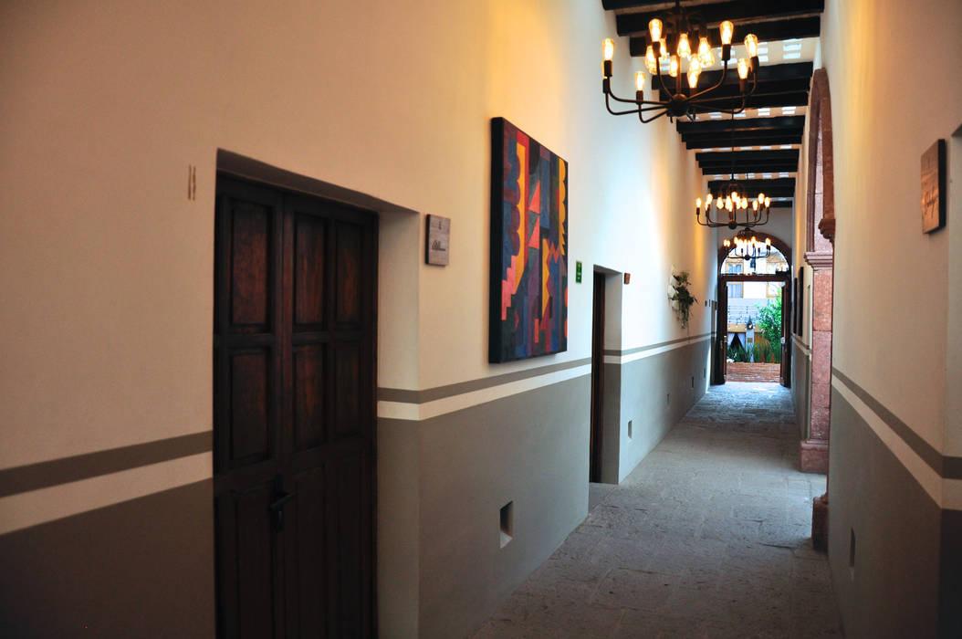 main corridor Colonial style hotels by DE LEON PRO Colonial