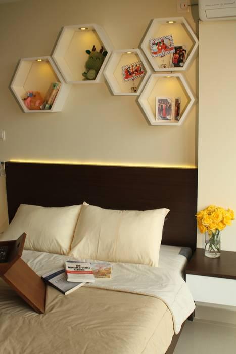 Beverly Honeycomb Tipe Studio Apartment: Kamar Tidur oleh POWL Studio, Eklektik