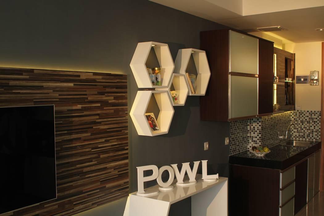 Beverly Honeycomb Tipe Studio Apartment: Ruang Keluarga oleh POWL Studio, Eklektik