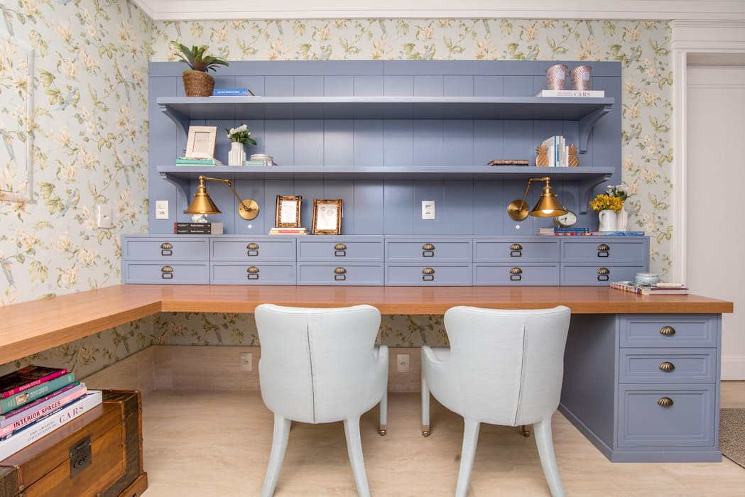 Classic style study/office by Carolina Fagundes - Arquitetura e Interiores Classic