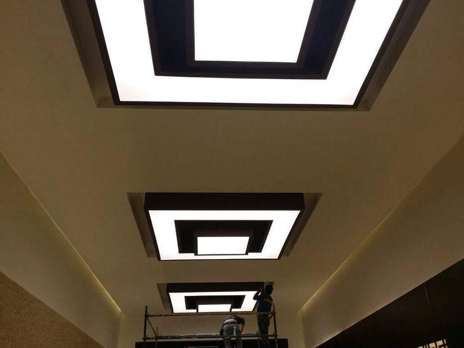 الاسقف المضيئة في ديكور المنزل الحديث Klasik Koridor, Hol & Merdivenler Belemir Yapı Klasik Plastik