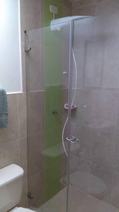 Modern bathroom by NetCom Construcciones Modern