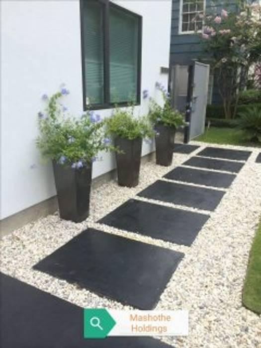 par Delight Gardening and Irrigation Service's Moderne Béton