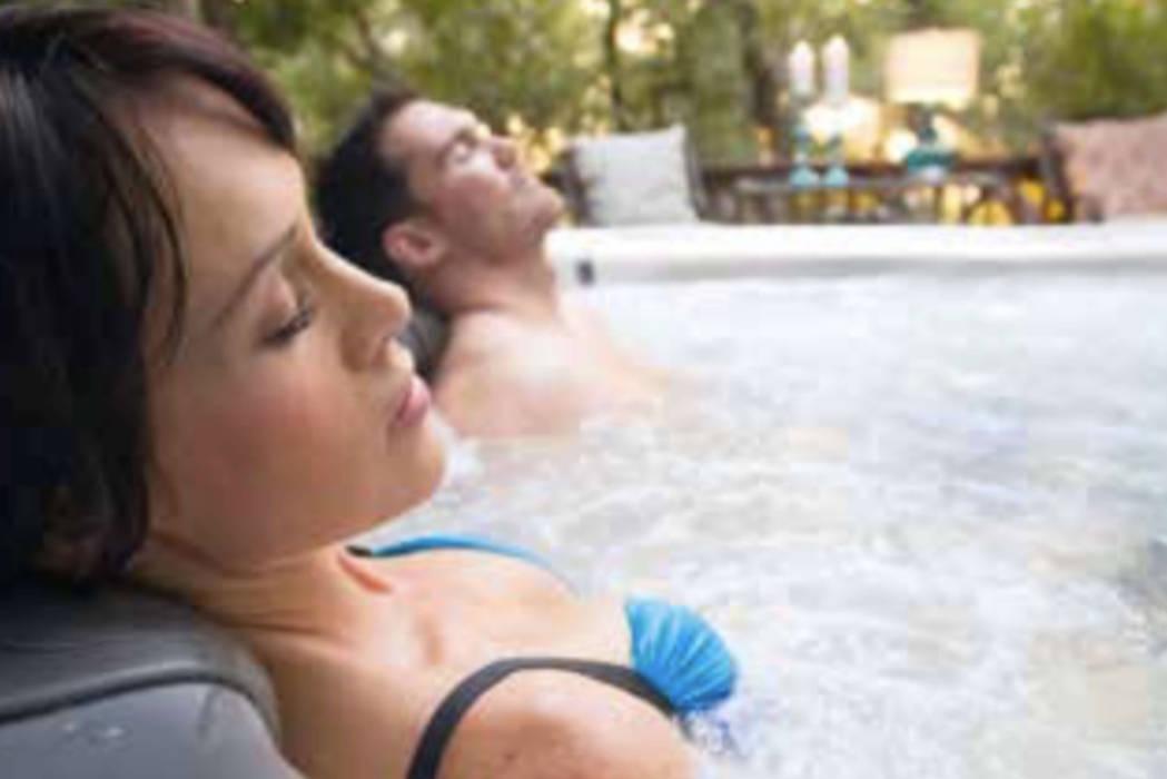 Whirlpool Massage Moderner Garten von SPA Deluxe GmbH - Whirlpools in Senden Modern