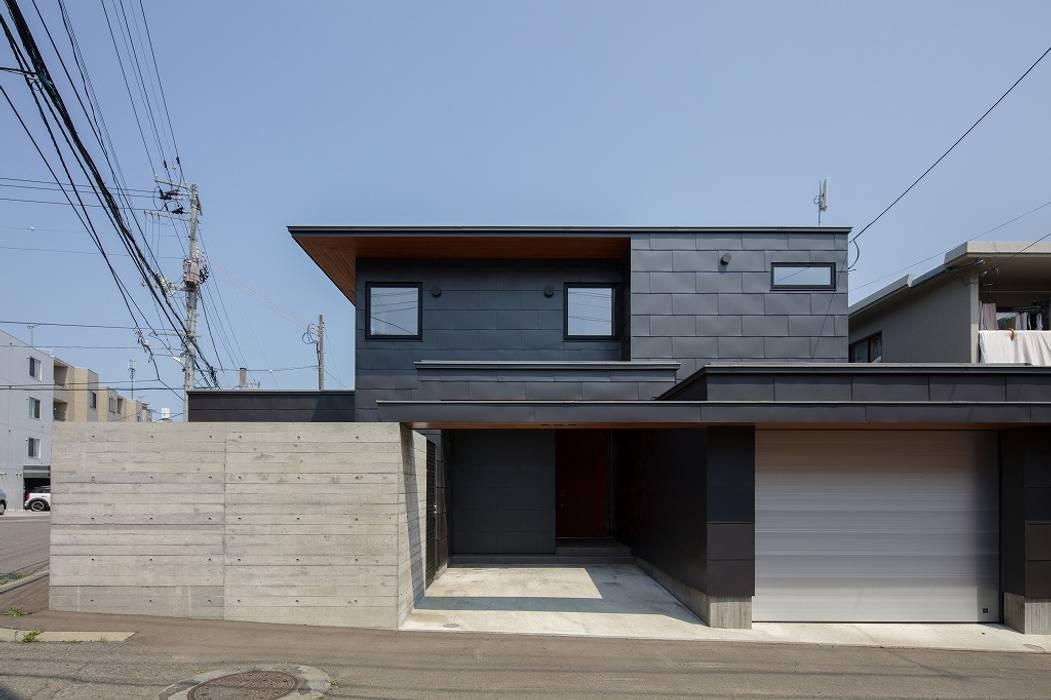 Casas estilo moderno: ideas, arquitectura e imágenes de 株式会社 ATELIER O2 Moderno