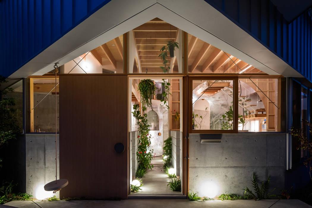 FUMIASO ARCHITECT & ASSOCIATES/ 阿曽芙実建築設計事務所 Ingresso, Corridoio & Scale in stile eclettico Legno