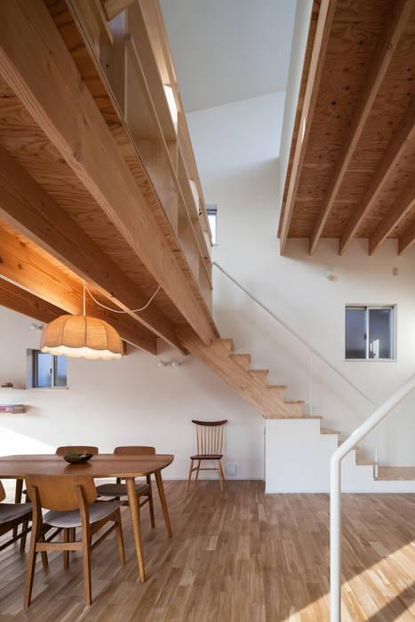 FUMIASO ARCHITECT & ASSOCIATES/ 阿曽芙実建築設計事務所 Soggiorno in stile scandinavo