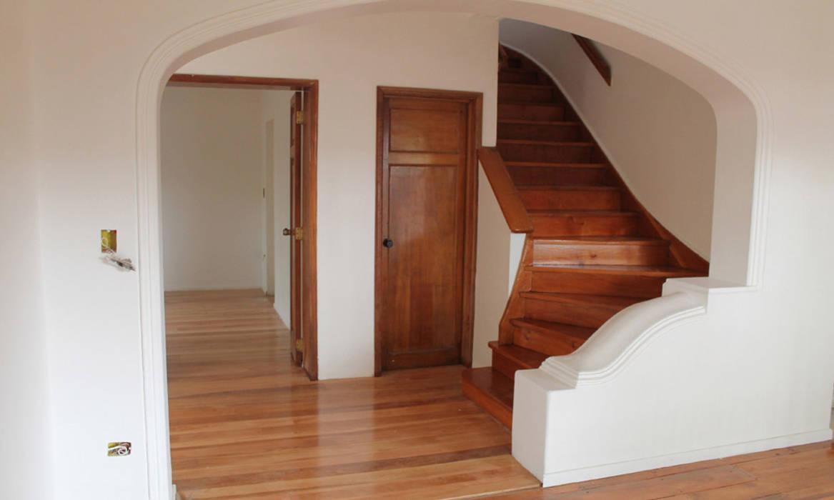 ESCALERA MADERA RESTAURADA: Escaleras de estilo  por Vetas Sur, Clásico Madera Acabado en madera