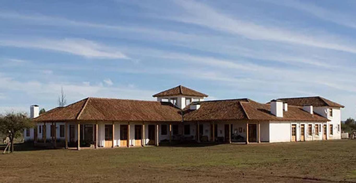Babilonia: Casas de estilo  por Construccion Americana,