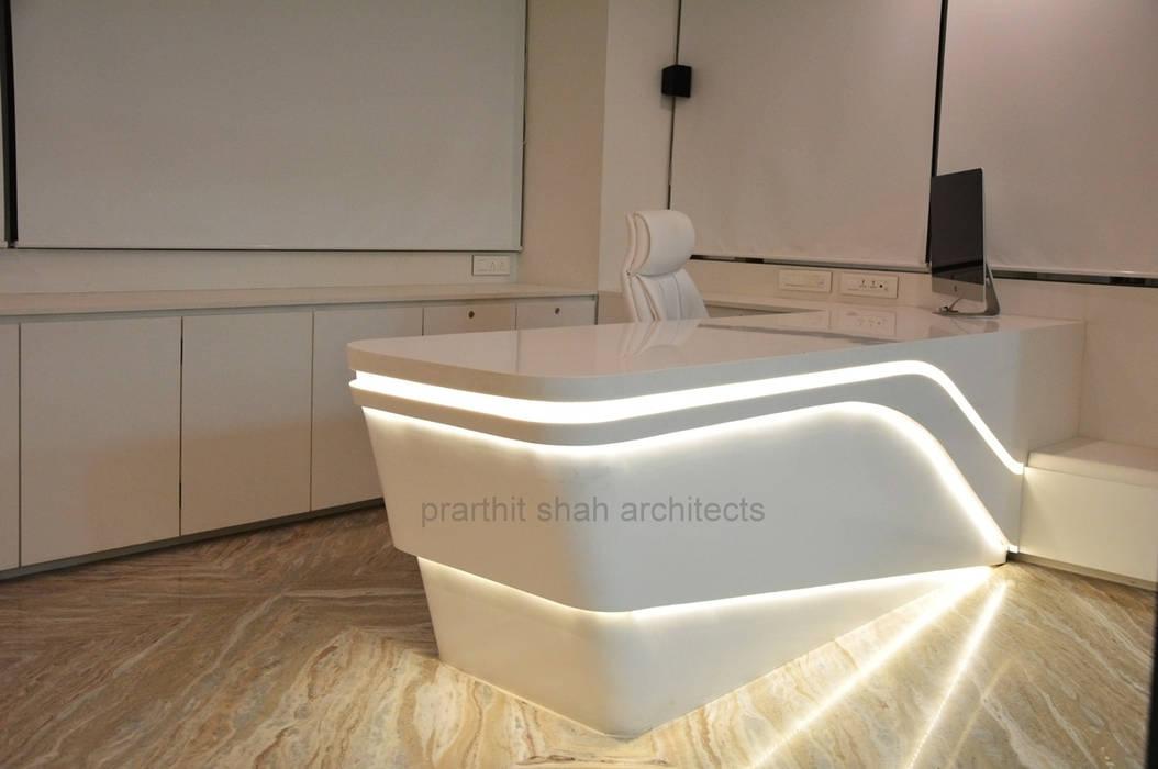 Office Table Design Minimalist study/office by prarthit shah architects Minimalist