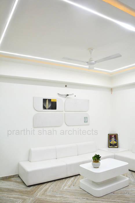 Office Waiting Design Minimalist study/office by prarthit shah architects Minimalist