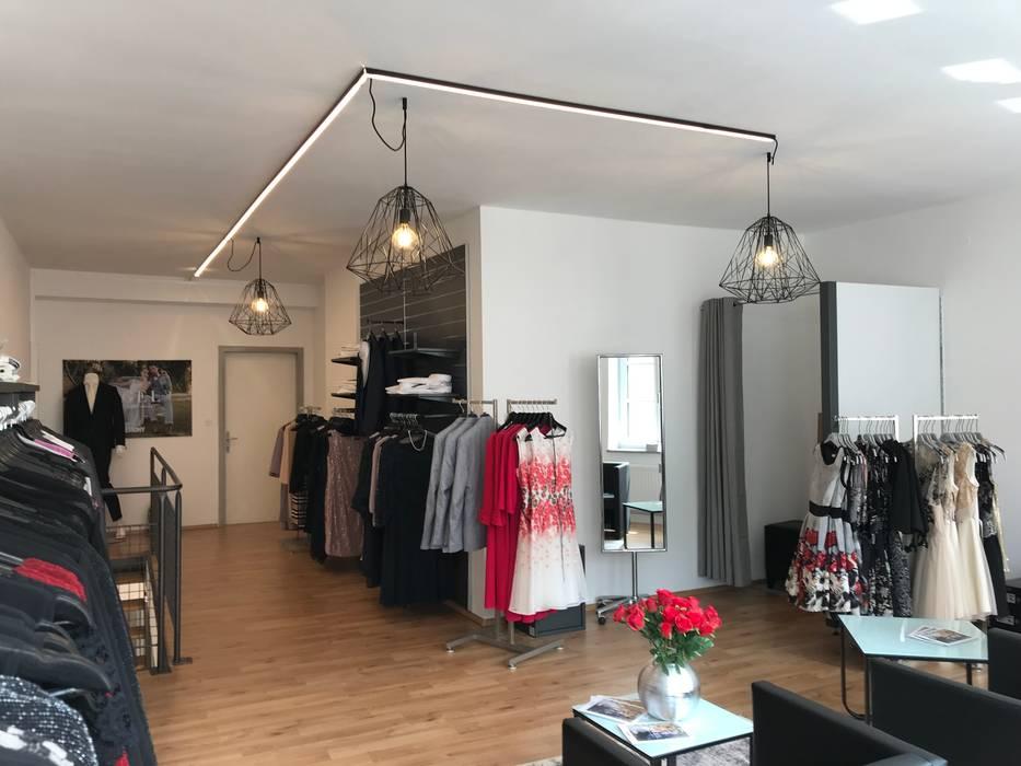 Modegeschäft La Moda in Braunau am Inn Moderne Geschäftsräume & Stores von Licht-Design Skapetze GmbH & Co. KG Modern