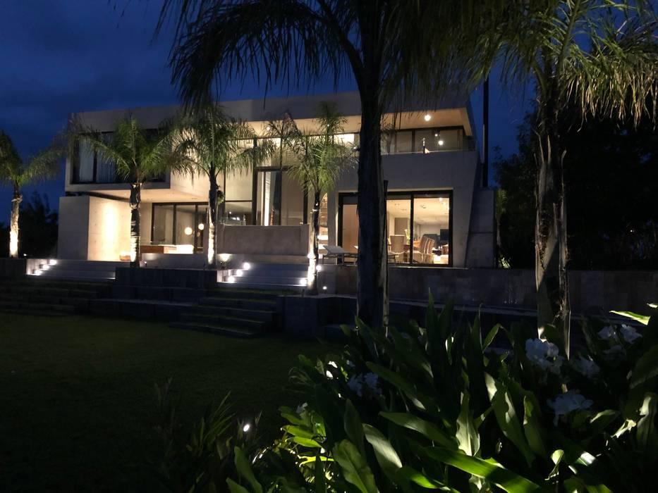 CASA HORMIGON de Maximiliano Lago Arquitectura - Estudio Azteca Moderno