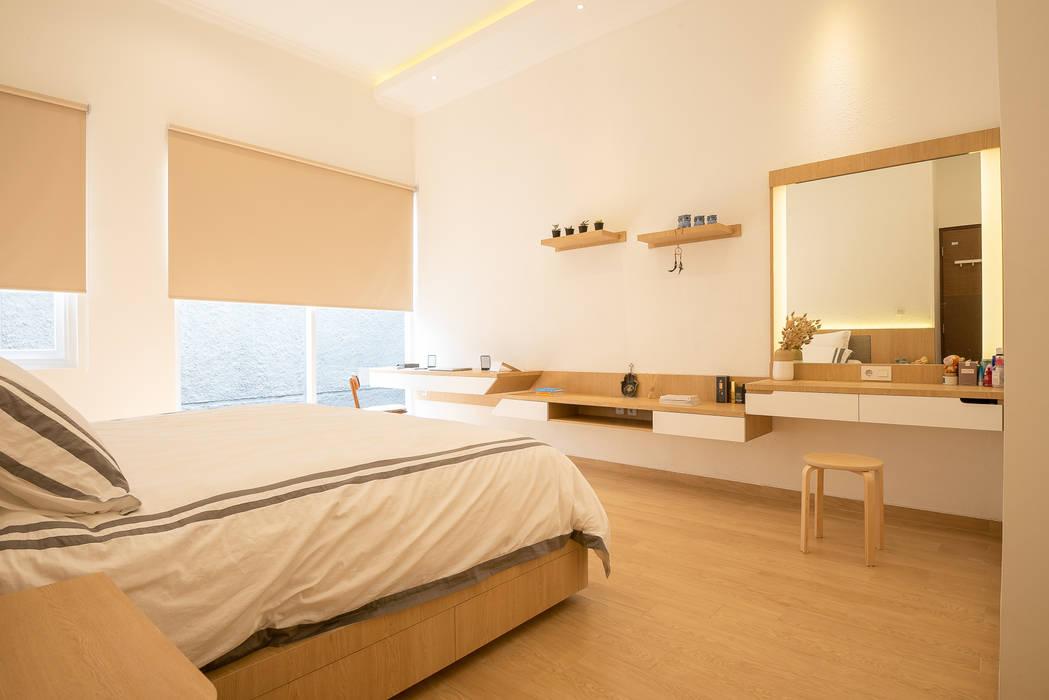 cozy and warm bedroom Oleh PT Membangun Harapan Sukses Modern Kayu Lapis