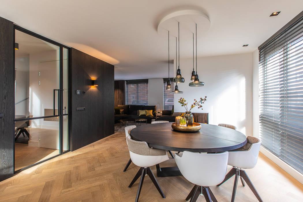 Lichtplan voor een nieuwbouw woning in Tilburg Moderne woonkamers van Hannie Verhoeven Lichtadvies Modern