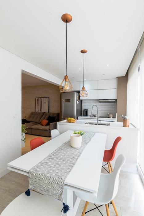 Cozinha Moderna e Clean Integrada de Jovem Casal Mirá Arquitetura Cozinhas modernas Mármore Branco