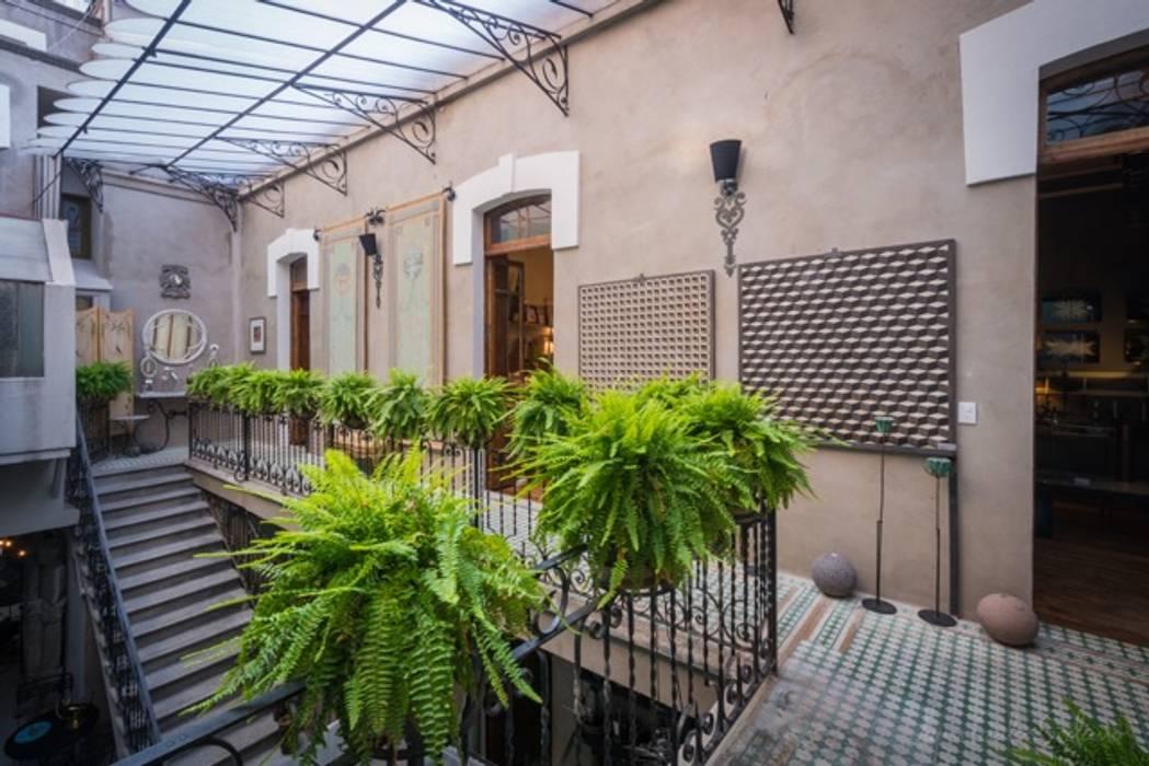 Casas unifamiliares de estilo  por B+A Atelier, Clásico
