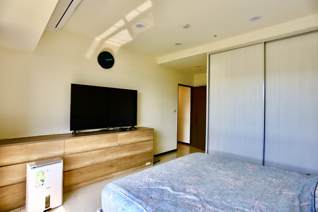 臥室設計上簡約溫馨:  小臥室 by 藏私系統傢俱, 簡約風