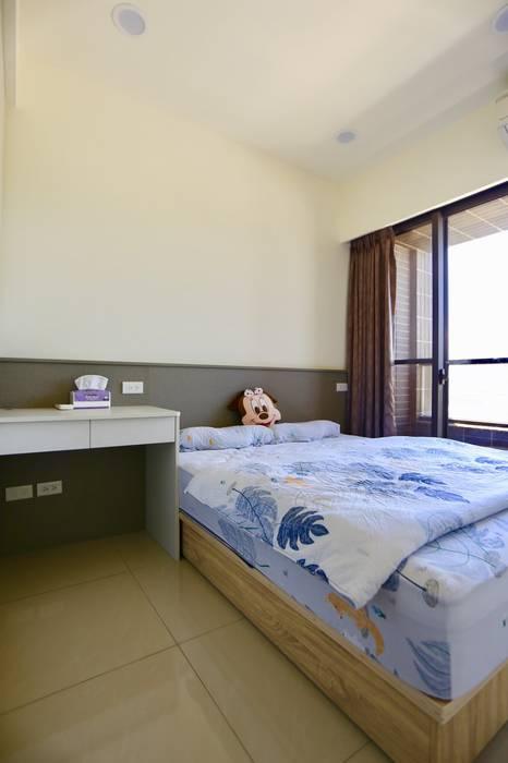 Small bedroom by 藏私系統傢俱, Minimalist