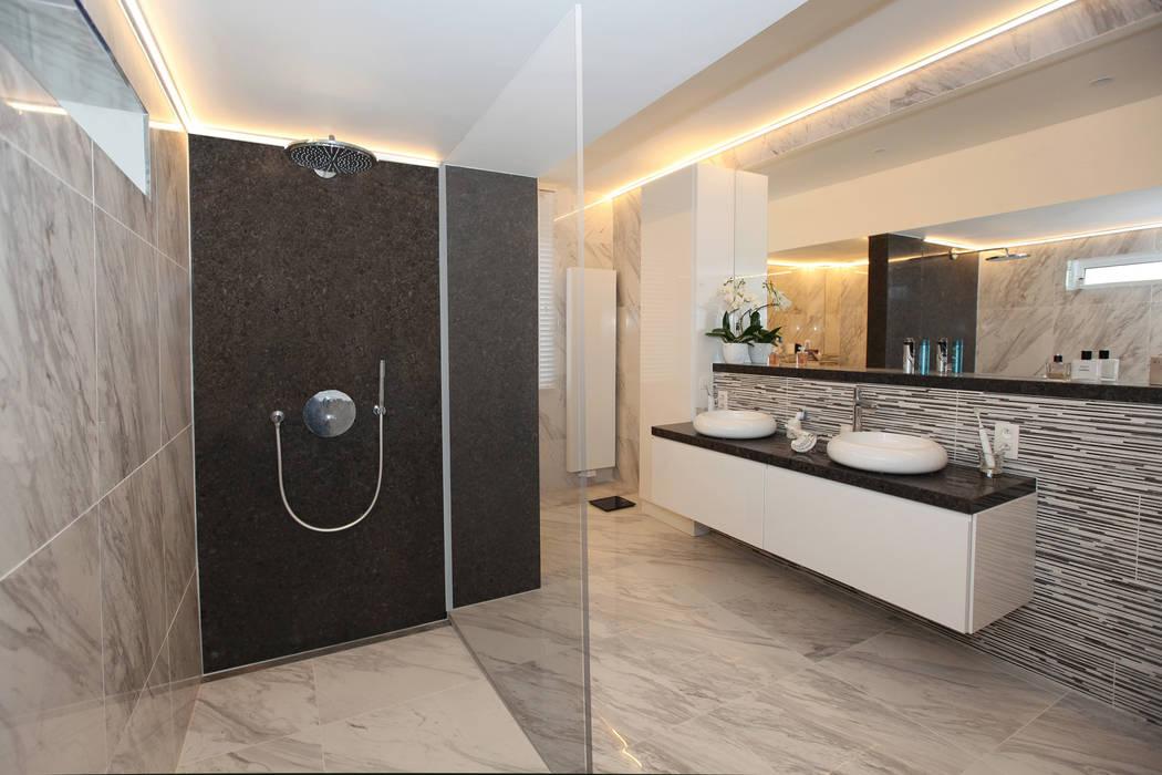 luxueuze badkamers Moderne badkamers van marcottestyle Modern Keramiek