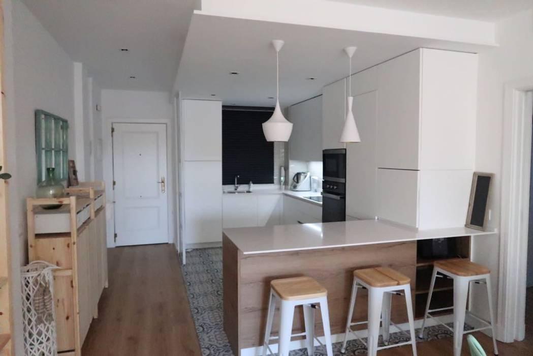 Built-in kitchens by Juan Luis Jiménez Rodríguez, Eclectic