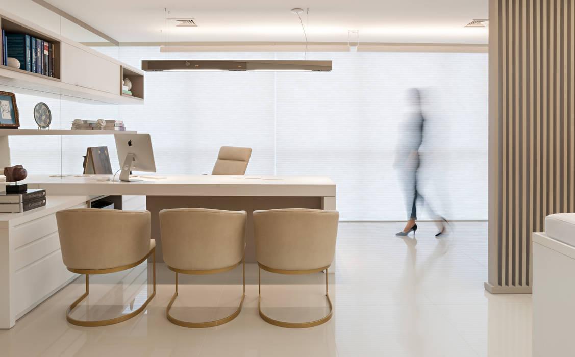 Consultório por C2 Arquitetos Minimalista