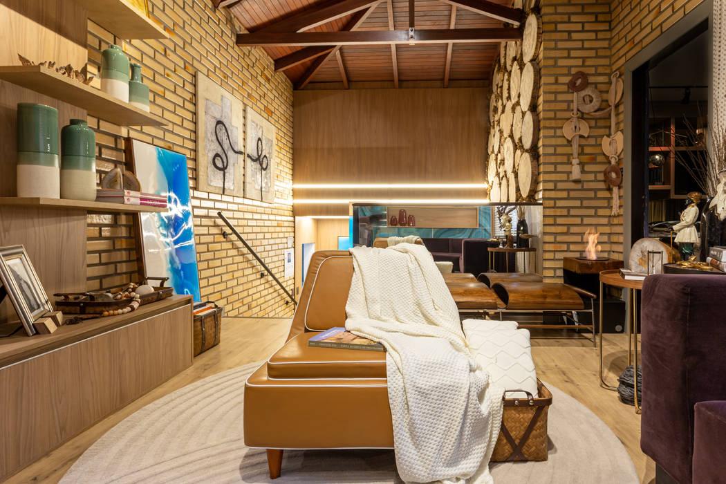 اتاق نشیمن توسطGEOVANI CAPELINA ARQUITETURA E INTERIORES, راستیک (روستایی) چوب صنعتی Transparent