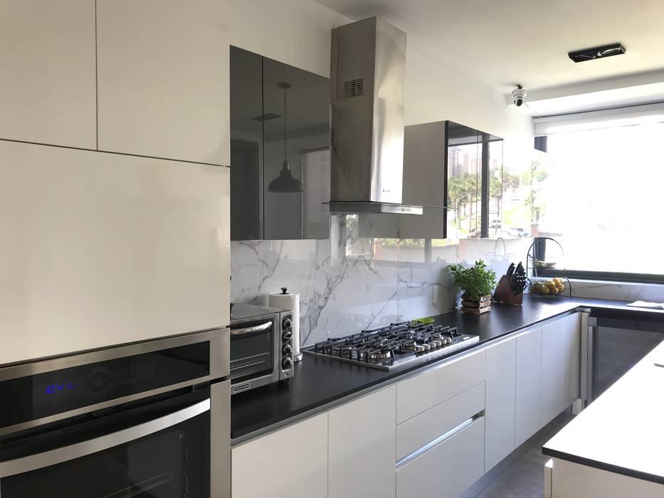 Proyecto departamento Bosque real Cocinas clásicas de Urbyarch Arquitectura / Diseño Clásico