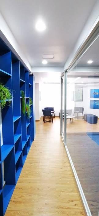 Mediterranean style corridor, hallway and stairs by Urbyarch Arquitectura / Diseño Mediterranean