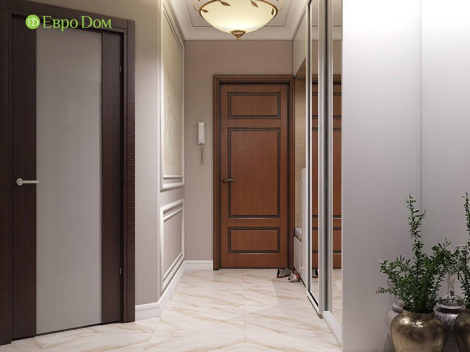 Дизайн двухкомнатной квартиры 52 кв. м в стиле неоклассика: Коридор и прихожая в . Автор – ЕвроДом, Классический