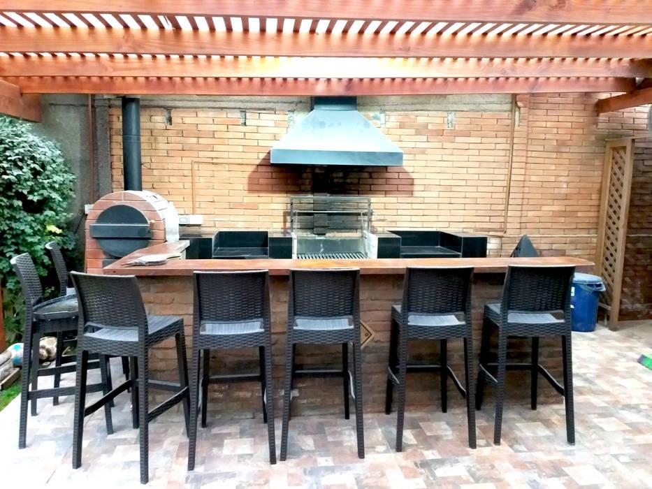 QUINCHO PEÑALOLEN Balcones y terrazas modernos de AOG Moderno Madera Acabado en madera