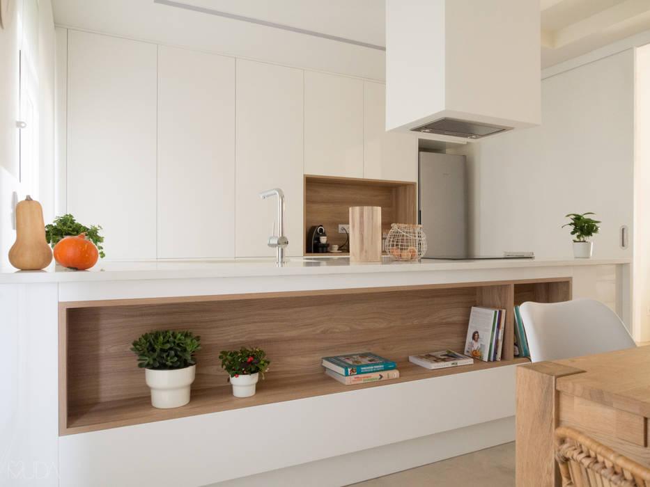 Cozinha e Zona de Refeições: Cozinhas  por MUDA Home Design,Moderno