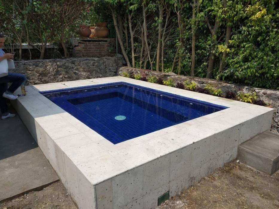 Moderne Pools von Construcciones La Danta SA De CV Modern
