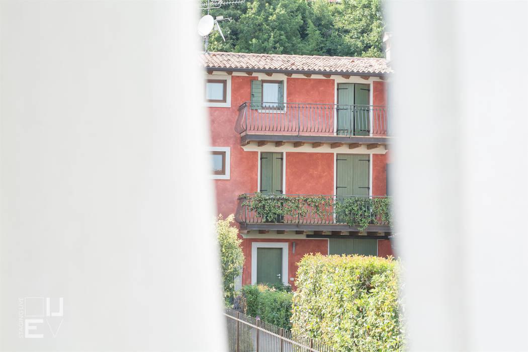 Puertas y ventanas de estilo clásico de Simona Montruccoli Home is Live - Staging Live Clásico