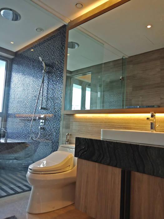 Bathroom:  Bathroom by Astin D Concept World Sdn.Bhd, Modern Plywood