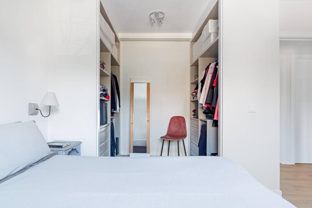 Ruang Ganti oleh Arquigestiona Reformas S.L., Minimalis
